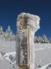 Pfosten mit Schnee